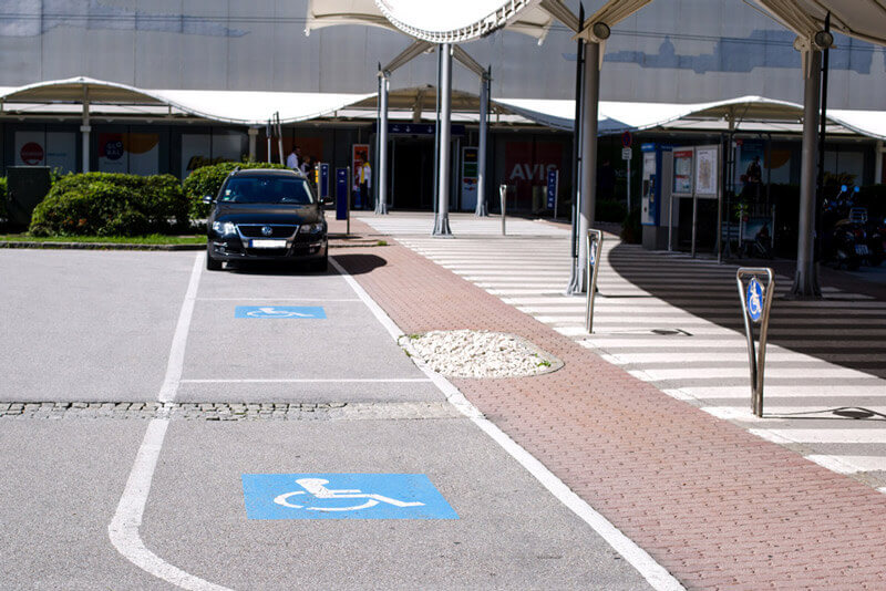 Barrier-free parking at the P1 in front of the terminal